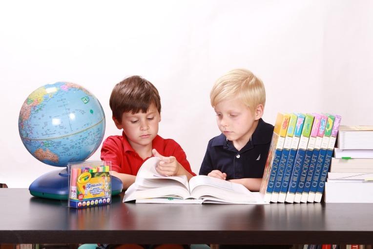 criancas-estudando
